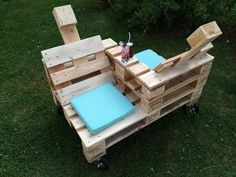 Wood Pallet Discusion Chair