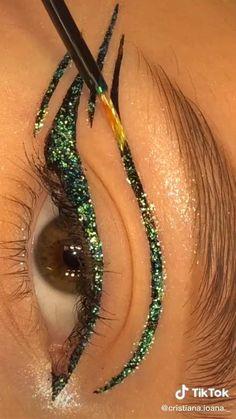 Edgy Makeup, Makeup Eye Looks, Eyeliner Looks, Eye Makeup Art, Skin Makeup, Crazy Eye Makeup, Angel Makeup, Exotic Makeup, Rave Makeup