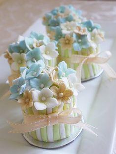 flower mini cake