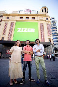 Ana De Martín, Jaime Del Solar y Nacho León de ZIZER en Callao City Lights. By 21carminas.com para zizer.es