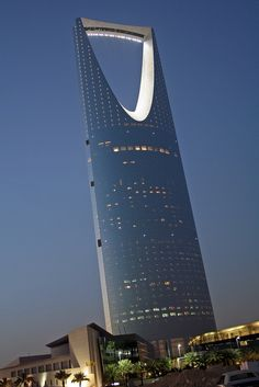 Amazing Snaps: Kingdom Tower in Riyadh, Saudi Arabia
