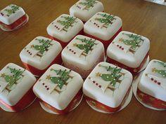 Mini Christmas cakes -  christmas trees by Torki's Sugar Art, via Flickr