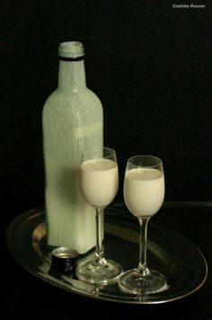 licor de chocolate branco Homemade Wine Recipes, Chef Recipes, Kitchen Recipes, Bar Drinks, Cocktail Drinks, Alcoholic Drinks, Cocktails, Martinis, I Love Chocolate