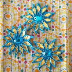 インド お花の刺繍アップリケ(ブルー) - カラフルなアジアン雑貨 笑福Lotus(ワラフクロータス) | エスニック | ベトナム雑貨 | アフリカ雑貨 | 通販