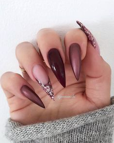 23 Beste Gel-Nageldesigns Kopieren Sie im Jahr 2019 23 best gel nail designs copy in 2019 - Frisurenx. Coffin Nails Ombre, Stiletto Nail Art, Gold Nails, Pink Nails, My Nails, Blue Nail, Sparkly Nails, Metallic Nails, Pastal Nails