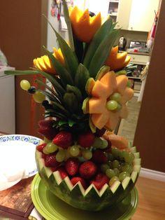 Fruit Crafts, Food Crafts, Baby Shower Fruit Tray, Fruit Platter Designs, Deco Fruit, Edible Fruit Arrangements, Veggie Display, Party Food Platters, Food Carving
