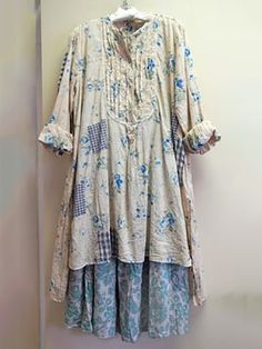 the old nightgown I never finished!blueberry jam printed floral European cotton Kerisa Top with the new Kahlo Skirt. It is Magnolia Pearl heaven here. at Katie Koos Bohemian Style, Boho Chic, Shabby Chic, Mode Country, Mode Hippie, Look Fashion, Womens Fashion, Estilo Hippie, Moda Boho