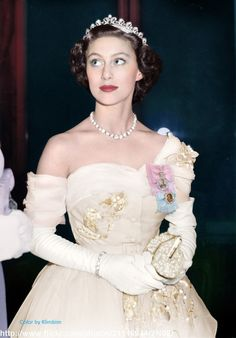 "royal-roaster: ""beautiful colorizations of Queen Elizabeth and Princess Margaret made by klimbims "" Princesa Margaret, Royal Princess, Prince And Princess, Royal Tiaras, Royal Jewels, Prinz Philip, Margaret Rose, Princesa Real, Royal Families"