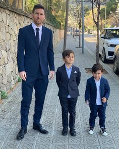Barcelona and Argentina striker, Lionel Messi was pictured with his two of his sons looking dapper in matching suits as they stepped for din. Cristiano Vs Messi, Lional Messi, Messi Soccer, Neymar, Football Soccer, Football Quotes, Soccer Ball, Ronaldo Football, Ronaldo Juventus