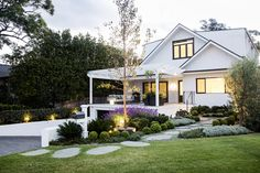 Cronulla - Eclectic mix of colour and contrast White Brick Houses, Garden Design, House Design, Modern Farmhouse Exterior, Home Landscaping, Outdoor Areas, Week End, Stores, Outdoor Living