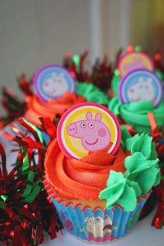 For your little one who loves Peppa Pig Pig Cupcakes, Themed Cupcakes, Peppa Pig Holiday, Birthday Cakes, Birthday Ideas, Holiday Cupcakes, Beautiful Cupcakes, Pig Party, Party Treats