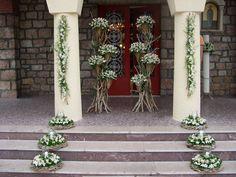 εξωτερικός στολισμός εκκλησίας με βάσεις από θαλασσόξυλα..τηλ παραγγελιών 6976773699.Δεξίωση | Στολισμός Γάμου | Στολισμός Εκκλησίας | Διακόσμηση Βάπτισης | Στολισμός Βάπτισης | Γάμος σε Νησί & Παραλία.