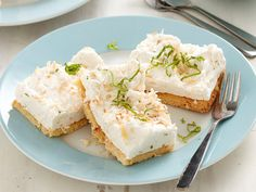For an impressive but surprisingly easy dessert, this splendid slice is the way to go. With a homemade buttery base and fluffy marshmallow topping from scratch, it's the perfect light treat to end a meal.