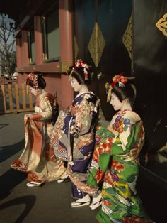 Google Image Result for http://imgc.artprintimages.com/images/art-print/apprentice-geisha-maiko-women-dressed-in-traditional-costume-kimono-kyoto-honshu-japan_i-G-27-2746-F6FTD00Z.jpg