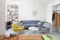 Zonă de socializare în bucătărie deschisă - revista Casa lux Couch, Furniture, Home Decor, Settee, Decoration Home, Sofa, Room Decor, Home Furnishings, Sofas