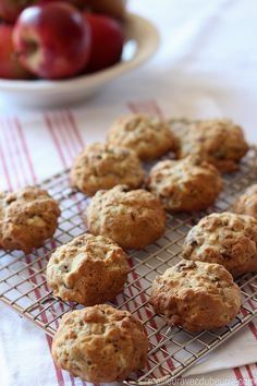 From Kellogg's. Raisin Bran Muffins, Biscuits, Muffin Cups, Calories, Yummy Cookies, Cupcakes, Muffin Recipes, Baking, Breakfast