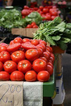 Fresh Fruits And Vegetables, Fruit And Veg, Bountiful Harvest, Fruit Stands, Fresh Market, Tomato Garden, Farmers Market, Healthy Life, Vegetarian