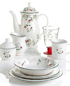 57 Beautiful Christmas Dinnerware Sets: Pfaltzgraff Winterberry Dinnerware Collection