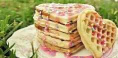 These r such cool waffles and they look yum! Japanese Sweets, Japanese Candy, Cute Food, Good Food, Yummy Food, Tasty, Bubble, Valentines Food, Vanilla Cake
