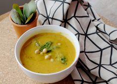 Portugese soep met heel veel veggies! Een pure, eenvoudige soep uit Portugal, die erg gemakkelijk is om te maken. A Food, Good Food, Food And Drink, Salad Recipes, Healthy Recipes, European Cuisine, Portuguese Recipes, Cheeseburger Chowder, Food Hacks
