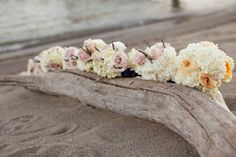 driftwood for seating? Love the idea , it's rustic, beachy and easy to dress up. plus no extra cost...helping to keep in budget so you can splurge on other stuff.