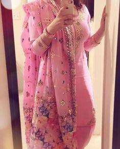What a pretty color and dress Designer Punjabi Suits Patiala, Latest Punjabi Suits, Punjabi Suits Designer Boutique, Patiala Salwar Suits, Indian Suits, Indian Designer Outfits, Indian Attire, Indian Dresses, Indian Wear