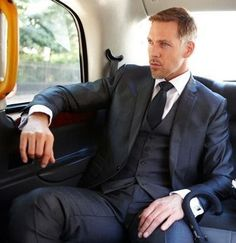 Looking Dapper, Good Looking Men, Mens Fashion Suits, Mens Suits, Men's Fashion, Hot Suit, Strong Woman Tattoos, Handsome Arab Men, Sexy Beard