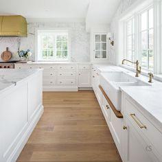Timeless Kitchen Cabinets, White Kitchen Cupboards, Kitchen White, White Cabinets, Design Your Kitchen, Best Kitchen Designs, G Shaped Kitchen, American Kitchen Design, Straight Kitchen