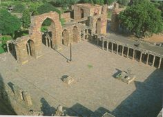 Title: view of courtyard of Quwwat al-Islam mosque in Delhi Use: religious purposes of Islam in India Year or Era: 1190s Materials: columns reused from ancient temples Significance: raised from the ground as a holy place, has stairs leading up to it.  Source: bloom and blair