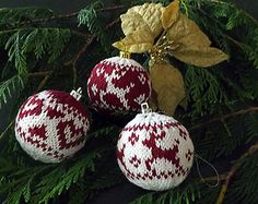 Ravelry: Christmas Baubles pattern by OGE Knitwear Designs Knit Christmas Ornaments, Christmas Tree Crafts, Christmas Mood, Christmas Centerpieces, Christmas Decorations, Last Minute Christmas Gifts, Ravelry, Christmas Knitting Patterns, Crochet Patterns