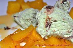 Ananas caramelizat cu rom și înghețată