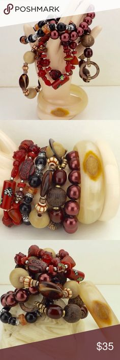 vintage jewelry lot 6 bracelets stackable beaded 5 stretch beaded stacking bracelets 1 carved agate bangle small chip on edge of bangle others all in good vintage condition shell wood abalone faux pearl cinnabar plastic total weight 8 oz vintage Jewelry Bracelets