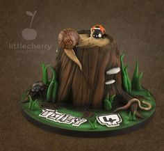 EDITOR'S CHOICE (09/23/2014) Mini Beasts on a tree Stump by Little Cherry View details here: http://cakesdecor.com/cakes/157881-mini-beasts-on-a-tree-stump