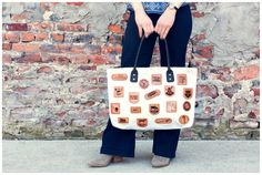 The Detroit Canvas Carryall is made with 15 oz cotton canvas and eco-friendly, vegetable-tanned Leather.