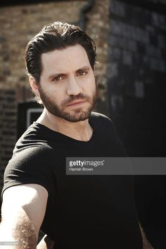 actor-edgar-ramirez-is-photographed-on-march-19-2011-for-people-in-picture-id134397913 (683×1024)