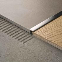 Find out all of the information about the PROFILITEC product: brass edge trim LINETEC PT. Floor Transition Strip, Tile To Wood Transition, Transition Flooring, Kitchen Splashback Tiles, Kitchen Flooring, Wall Decor Design, Tile Trim, Home Deco, Room Accessories