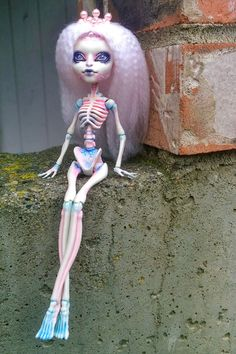 OOAK custom Skelita Calaveras Monster High doll by @ladyspoonart