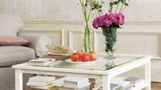 Una creencia común afirma que el estilo debe utilizar colores sensiblemente femeninos, como rosas suaves, bordó, blanco, lila, violetas gastados, entre otros, para lograr el ambiente necesario de tranquilidad.