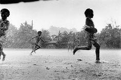 child in rain | children running in the rain (from may11apr1940.wordpress.com)