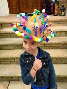 Musings of a Momsomniac: Wearing Many Hats. Crazy Hat Day, Crazy Hats, Crazy Socks, Silly Hats, Funny Hats, Fashion Male, Zeina, Easter Parade, Diy Hat