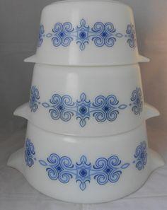 Pyrex Casserole dishes - SET OF 3 - Cinderella design - Vintage JAJ Pyrex
