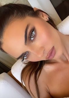 Cejas Kendall Jenner, Kendall Jenner Maquillaje, Kendall Jenner Make Up, Glam Makeup, Skin Makeup, Makeup Inspo, Bridal Makeup, Makeup Inspiration, All Things Beauty