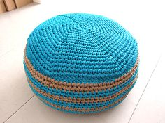 Free crochet pouf pattern from Knit with Attitude – cool because it tells you how to make it so that it opens up and works as storage.