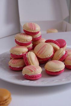 Des macarons moelleux à la vanille avec un cœur de gelée de framboises !      Ingrédients pour environ 40 macarons :   Pour les coques :  2...