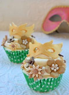 Cupcakes a diario: Cupcakes carnival Fancy Cupcakes, Baking Cupcakes, Cupcake Flavors, Cupcake Recipes, Cupcake Ideas, Fondant Cakes, Cupcake Cakes, Cake Pops, Carnival Cupcakes