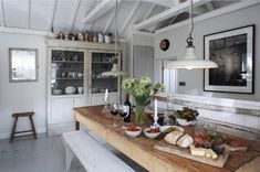 Lomamökki Cornwallissa - A Holiday Home in Cornwall, United Kingdom The Oyster Catcher, Unique Home Stays . Shabby Chic Interiors, Shabby Chic Homes, Shabby Chic Decor, The Oyster Catcher, Comedor Office, Kitchen Table Bench, Farmhouse Table, My French Country Home, English House