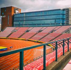 Ratinan stadion, ja taustalla rakenteilla oleva kauppakeskus.