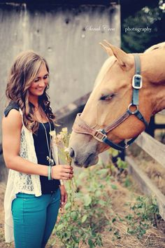 Senior pictures with horses :) #quarterhorse #palomino