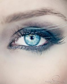 blue smokey eye make up Pretty Eyes, Beautiful Eyes, Beauty Make Up, Hair Beauty, Make Up Inspiration, Look Into My Eyes, Eye Art, Tips Belleza, Smoky Eye