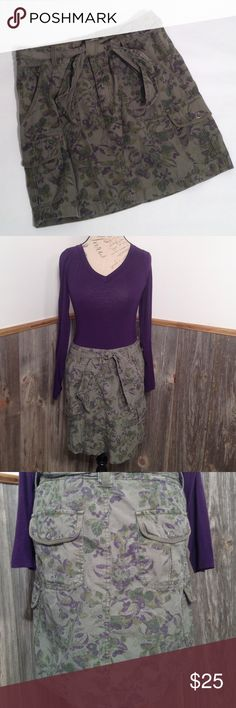 """Eddie Bauer Floral Skirt Perfect for a winter vacation!  Great condition no flaws!  Waist is approx 16"""" across front.  Closes with two snaps and a zipper.  Length is approx 17.5"""".  Two front cargo pockets, two front open pockets and two back cargo pockets. Eddie Bauer Skirts"""